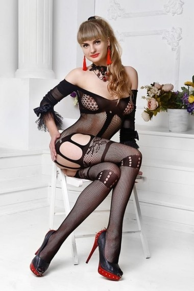 Nelly, escort rusa en Madrid que ofrece girlfriend experience.